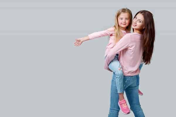 mother and daughter matching outfit photoshoot