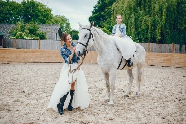 mother daughter matching outfits photoshoot with horse